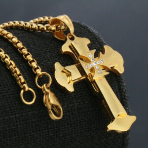 "Holy Cross Maltese Pendant w/24"" 3mm Box Chain"