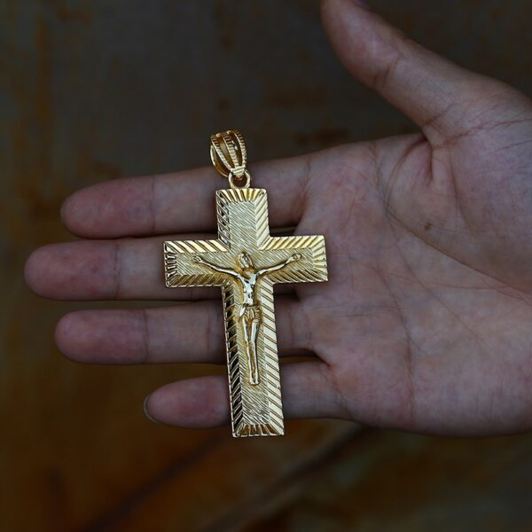 ICEOUTBOX Big Religious Crucifix Jesus Cross Pendant Necklace Men's Hip hop Cross Necklace Rock Jewelry Charm Gold Color Gifts